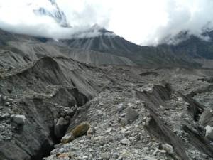 Deep crevases